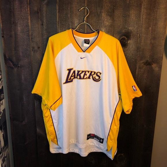 137f97709a3 Vintage Nike NBA LA Lakers Shooting Warm Up Shirt.  M 5bd93bb46a0bb76b2540e87e